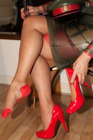foot-worship-slave-london-humiliation-dominatrix-kings-cross